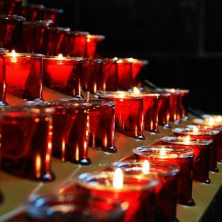 Candele in chiesa - Tempo di preghiera